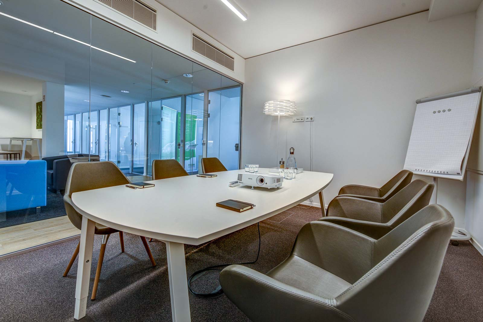 WorkRepublic Offices Meetingraum